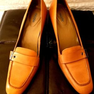 Bujtter Soft Leather Nicole exquisite  heels